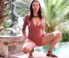 Bella Peeing