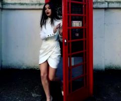 Hailee Steinfeld Using A Phone Box
