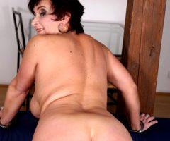 Jessica Hot Granny
