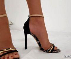 Lady Saskia – Pantyhose & Nylon Toes Foot Worship