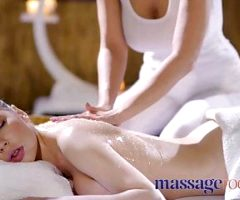 Massage Rooms Pussy eating and facesitting follows erotic