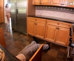 Savannah Sixx – She Wants To See More Of His Handywork