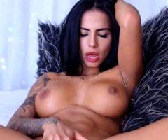 Stunning Beauty Masturbates After The Gym
