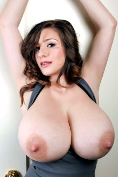 Ampleboobscleavage – September Carrino