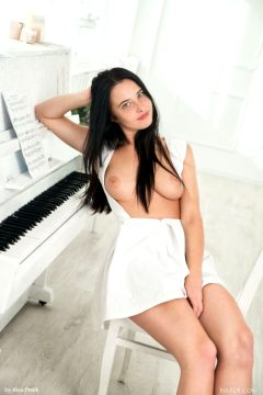 Breasts Shaved Pussy Black Hair