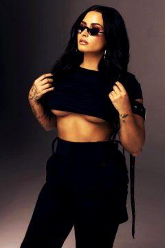 Demi Lovato Killer Underboob.