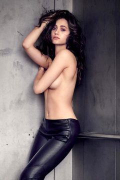 Emmy Rossum Is A Gorgeous Woman!