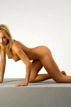 Lia Mantle Erotic Model Busty