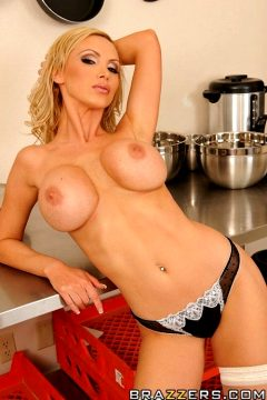Ring The Bell For Service – Nikki Benz – Big Tits At Work