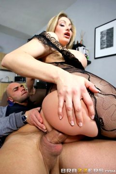 She Is Maid Of Ass – Vittoria Risi – Big Butts Like It Big
