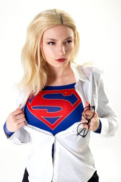 Supergirl – Cosplay By CarryKey