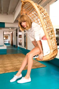Taylor Swift Has A Fine Pair Of Legs