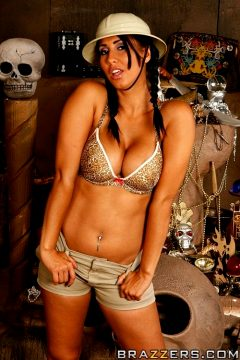 Treasure Hunt Fuck – Isis Love – Big Tits In Uniform